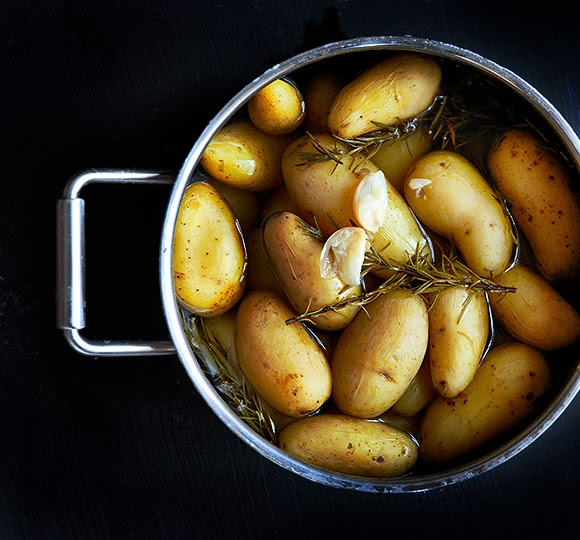 Rosemary boiled potatoes