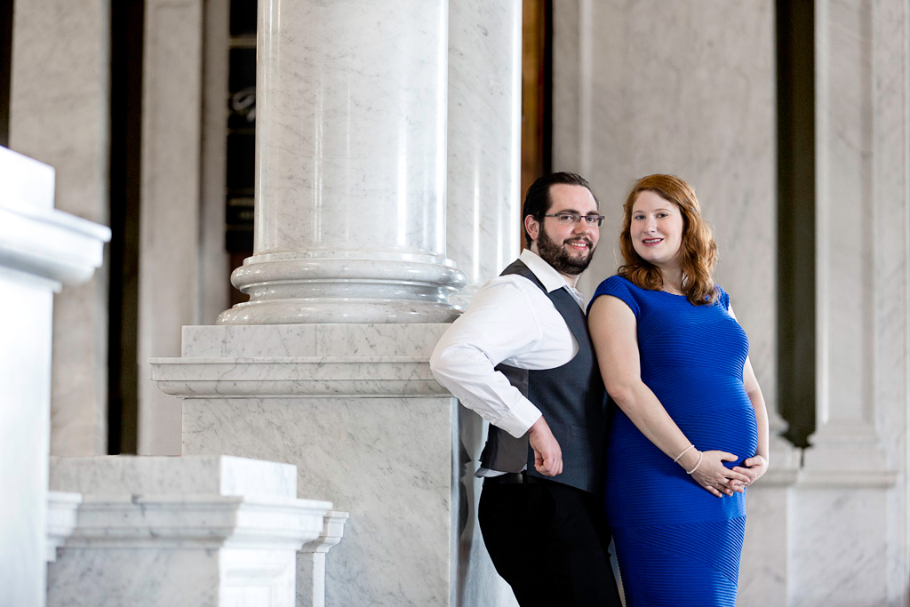 Library of Congrass Photo session, Man and pregnant woman inside Library of Congress