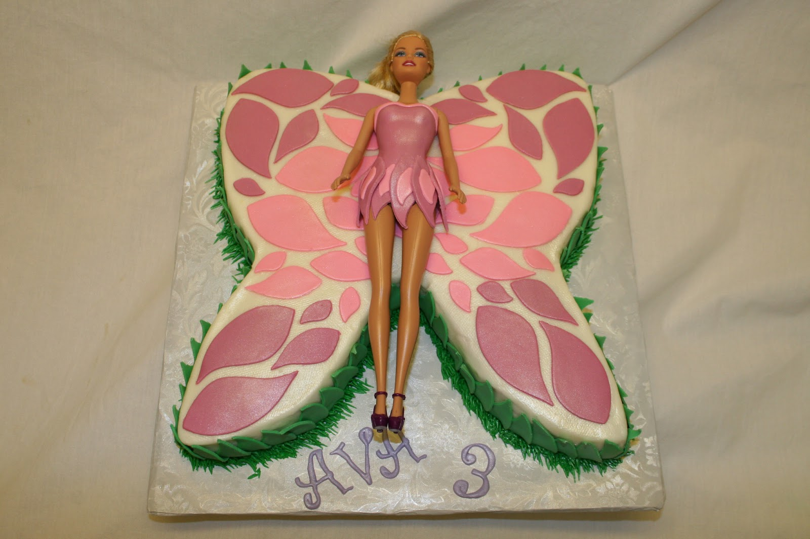 Butterfly Barbie Cake Images : Rachel s Creative Cakes: Butterfly Barbie Cake