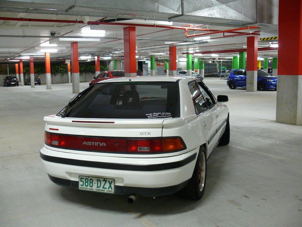 Mazda Astina, 323F BG, Familia, biały, tył, cenione auto, kultowy model, z lat 90, japoński samochód, motoryzacja, zdjęcia