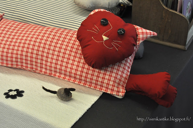 подушка в виде кота, kissatyyny, koristetyyny, sisustustyyny, home decoration pillow, cat pillow