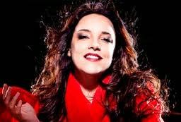 Ana Carolina canta tema de abertura de Em Família