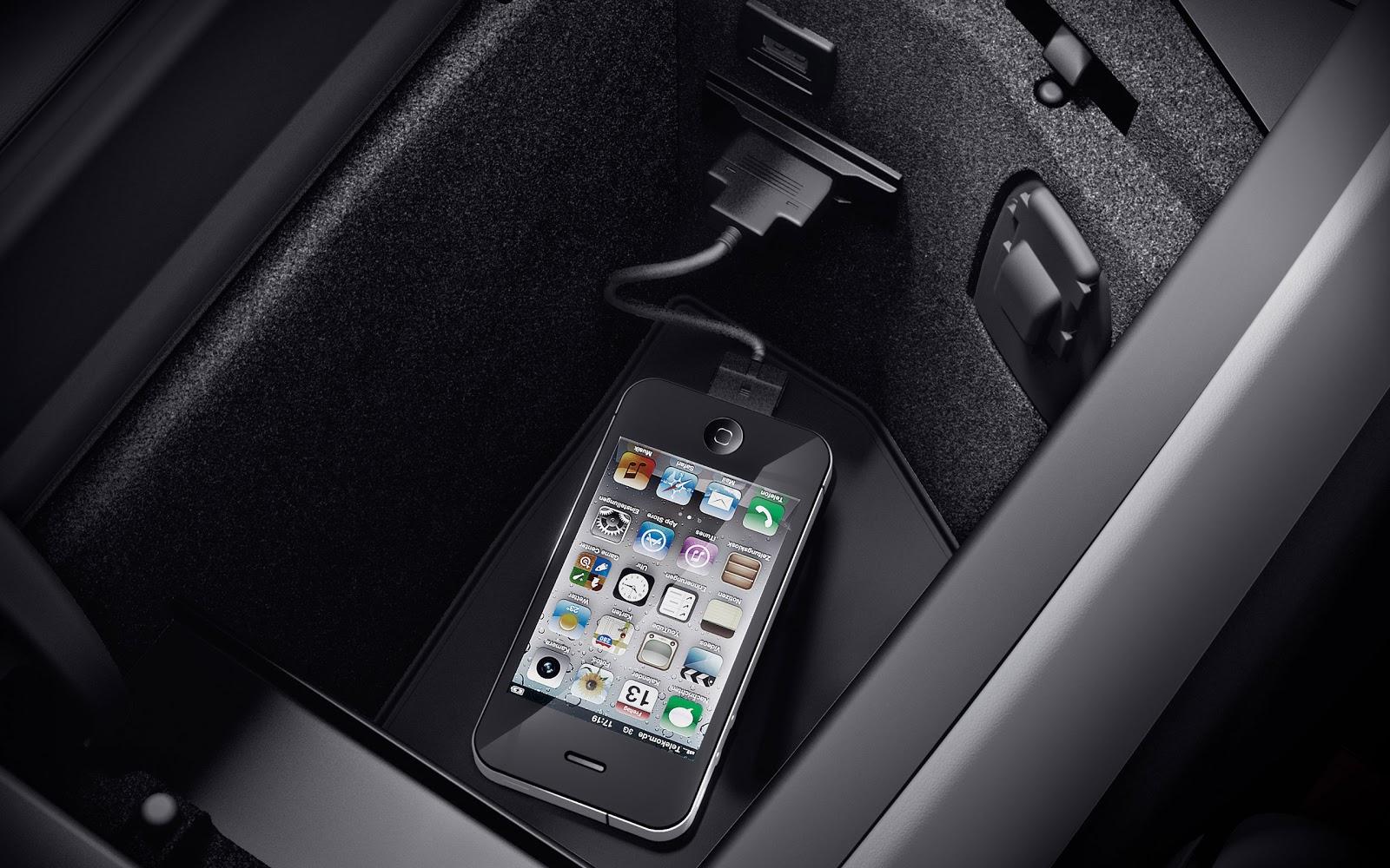 http://3.bp.blogspot.com/-IJqdt-jpjy0/UJ72jRJIwKI/AAAAAAAAH38/uxBYzzm_VFQ/s1600/GL-Class-SUV-2013-Mercedes+Benz-interior-IPOD-connector.jpg