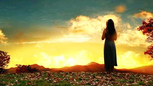 Valina, Sura, por do sol em Spartacus, Roma antiga, campo com flores