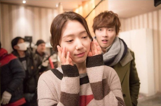 Park Shin Hye And Yoon Shi Yoon Kiss