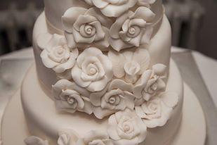 Wedding cake, roses, vintage wedding
