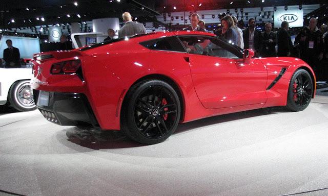 http://3.bp.blogspot.com/-IK39kf3rRYM/UeIWLp0o3UI/AAAAAAAACDs/CyqiRq-bl7c/s1600/2014-Chevy-Corvette-Stingray-at+show.jpg