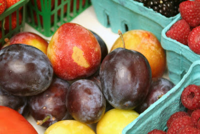 Focus on Life: Week 33 ~ In season: The farmer's market in Burlington, ON, a lovely late summer harvest: fruits - plums, raspberries :: All Pretty Things