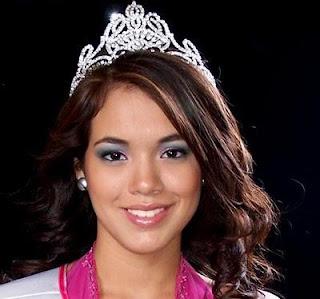 Jazmín Pinedo con su corona de Miss Teen 2008