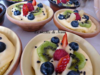coppette alla frutta con pan di spagna e crema