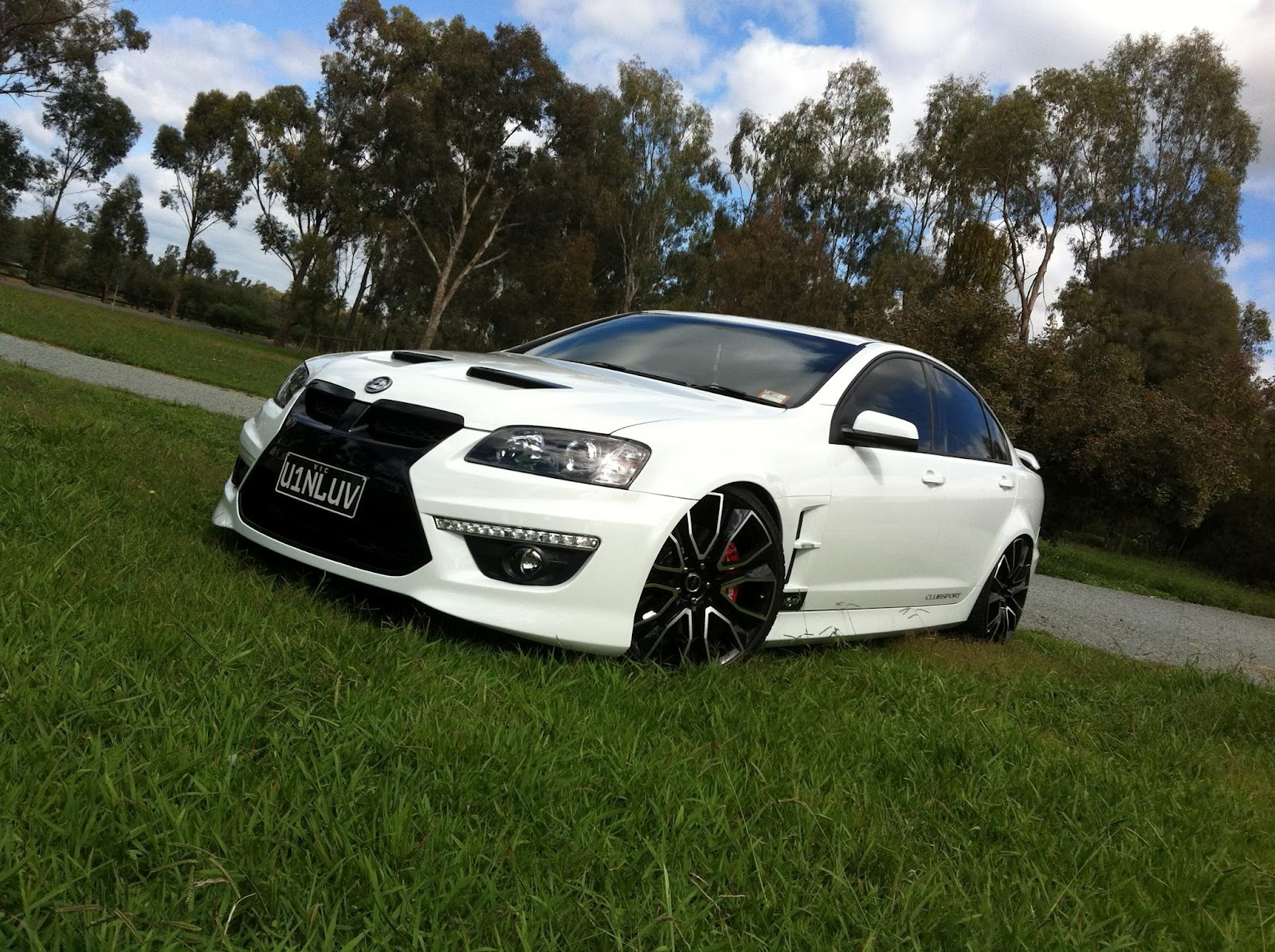 Pdw Fan Club Sovereign 22 Quot On White Ve Hsv