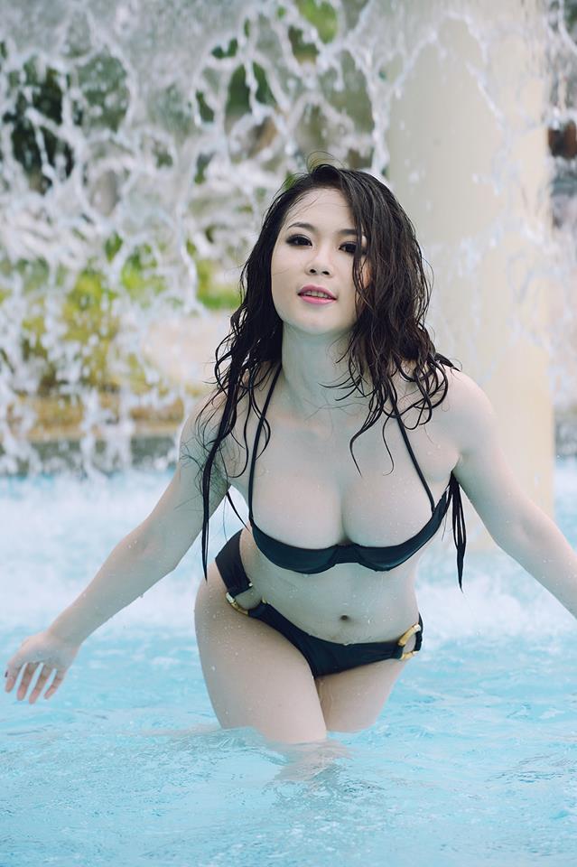 Tít mắt đường cong Julia Nguyễn 1