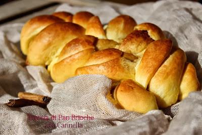 treccia di pan brioche alla cannella