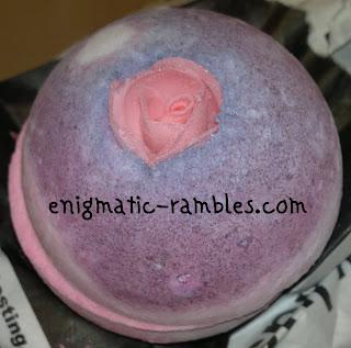 sex-bomb-lush-review-bath-ballistic