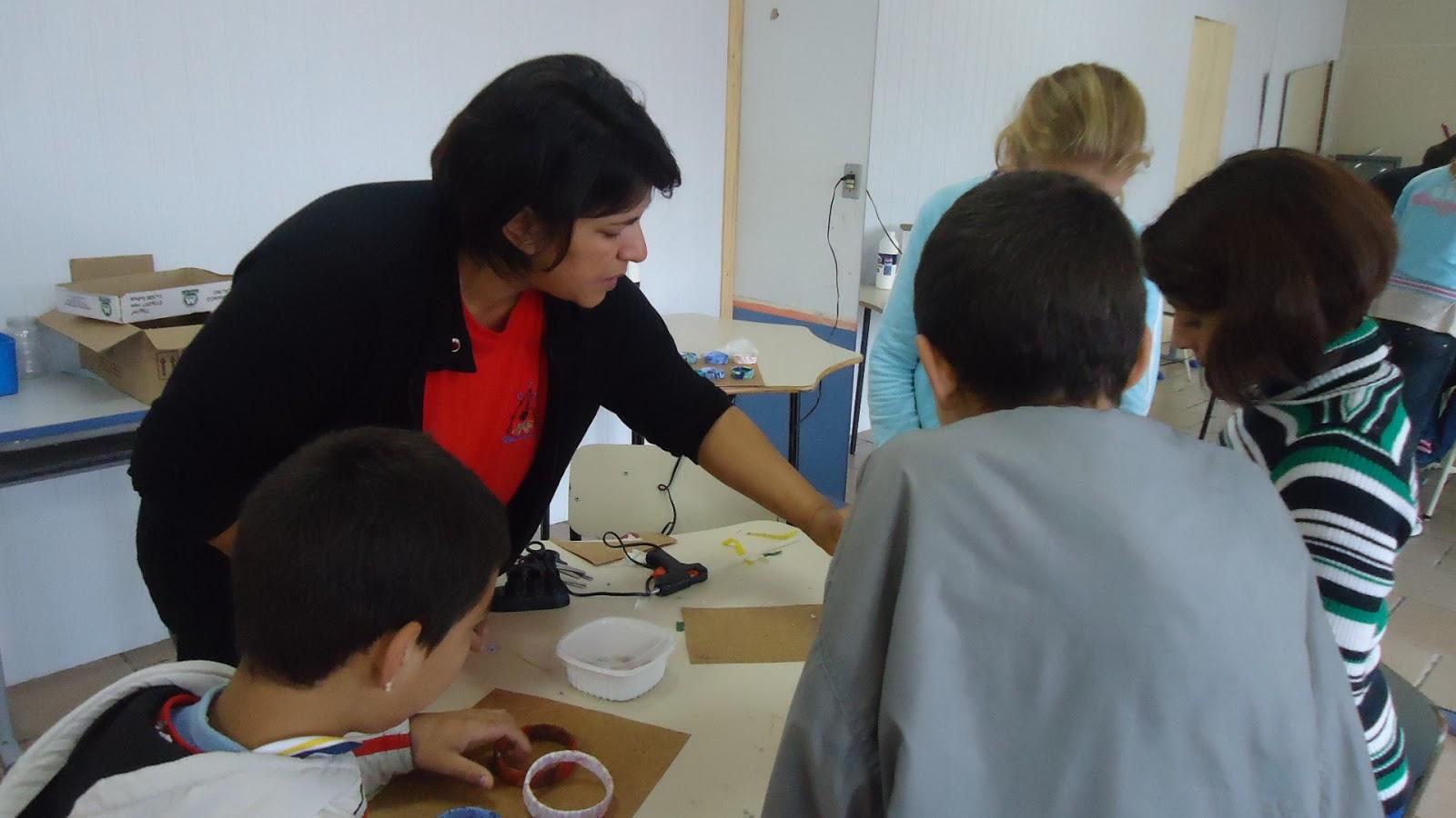 Artesanato Com Argila Simples ~ Escola BERTHOLDO OPPITZ Confecç u00e3o de pulseiras na oficina de artesa