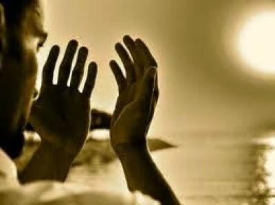 kelebihan berdoa, doa senjata orang mukmin, doa, waktu mustajab berdoa
