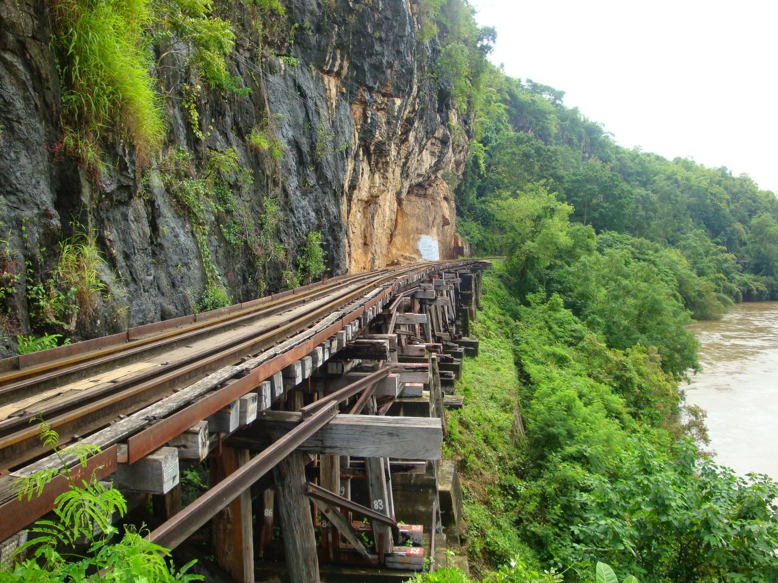 Foto ferrovia della morte a Kanchanburi