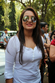 Bollywood Actress Sonakshi Sinha Latest Pictures in Jeans at Smile on Wheels Launch  0002