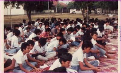 Seragam Pelajar Vintage Ala Tahun 80an