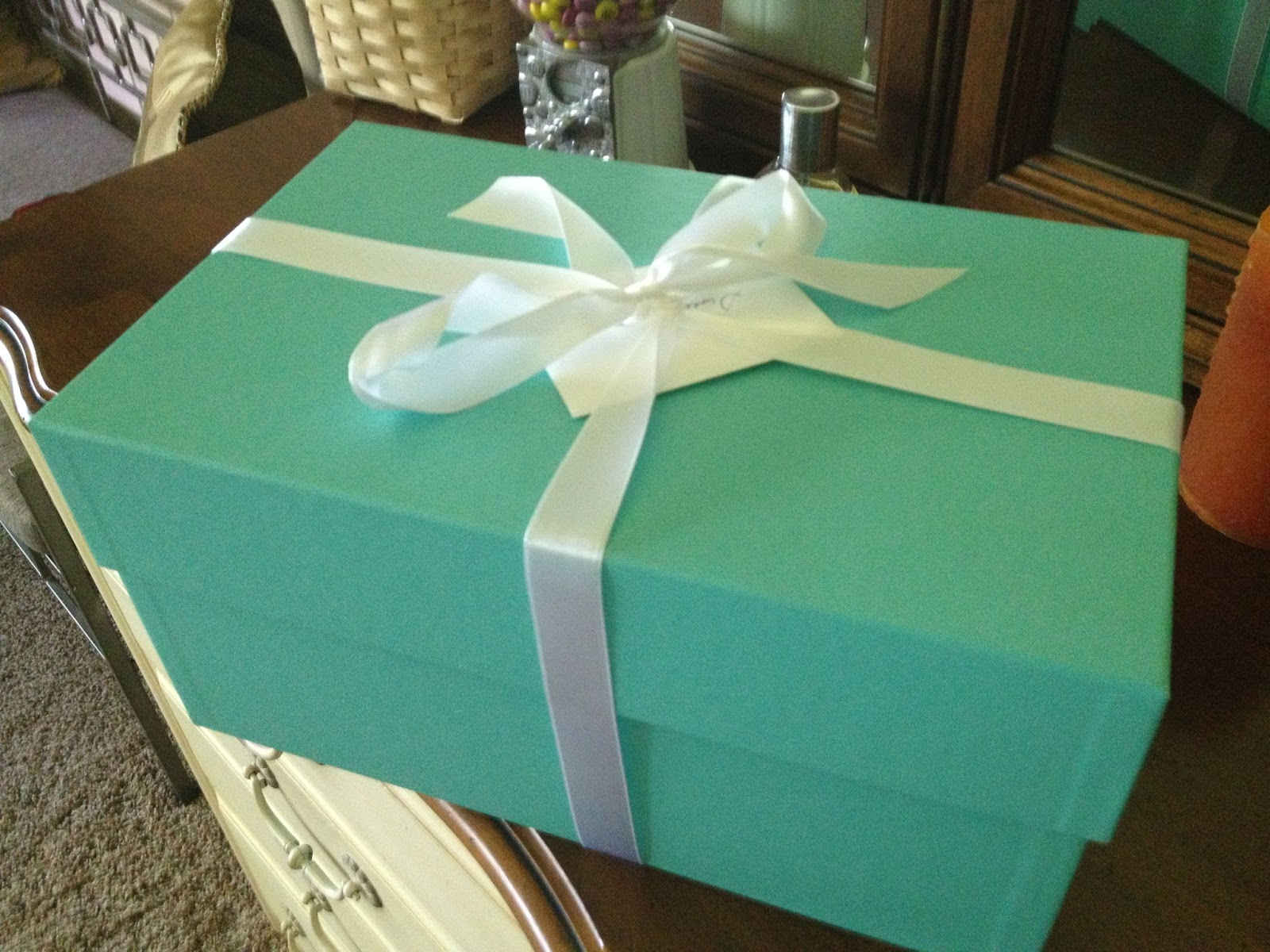 Feb 15, Tiffany wrapped boxes filled with white resultsmanual.gqful center pieces.