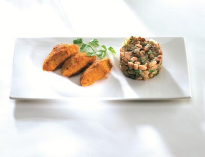Bolinho de bacalhau com salada de feijão fradinho