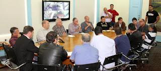 Prefeito Arlei se reúne com secretários, representantes do associações comerciais e vereadores para tratar sobre a Copa do Mundo em Teresópolis
