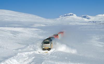 قطار يعبر الثلوج ويجرفها, أجمل وأفضل صور 2011,