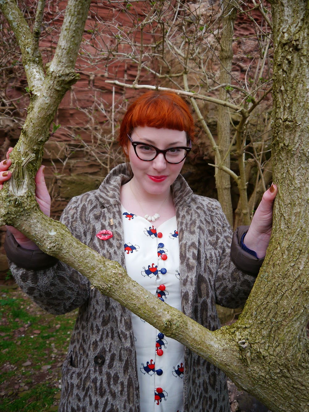 Scottish blogger, Ginger, red head, Vintage style dress, unmbrella print, Nishe dress, dreaming of spring, spring style, leopard print coat, cat eye glasses