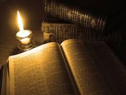 Consulta textos bíblicos sagrados.