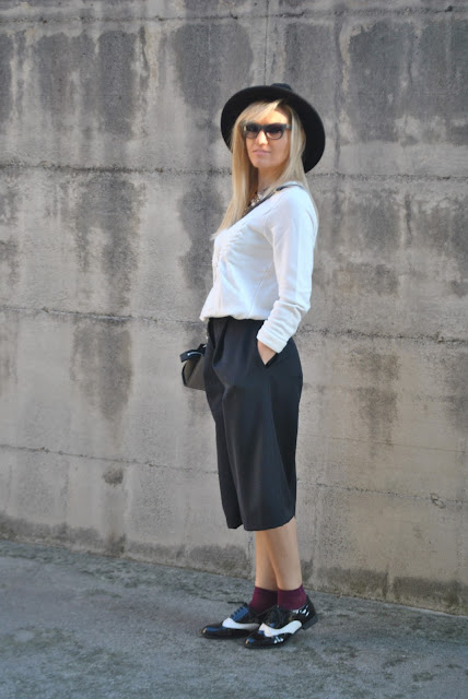 abbinamento bianco e nero come abbinare il bianco e nero outfit nero come abbinare il nero abbinamenti nero how to mach black how to combine black black outfit  outfit casual invernali outfit da giorno invernale outfit gennaio 2016 january outfit casual january 2016 outfits winter outfit mariafelicia magno fashion blogger colorblock by felym fashion blog italiani fashion blogger italiane blog di moda blogger italiane di moda fashion blogger bergamo fashion blogger milano fashion bloggers italy italian fashion bloggers influencer italiane italian influencer