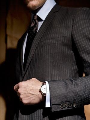 Koszula powinna wystawać spod rękawa około 1,5cm