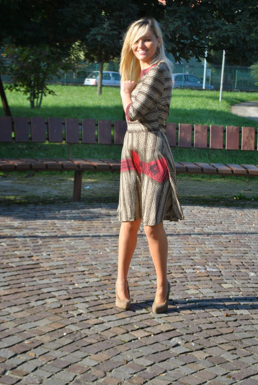 outfit abito con gonna a ruota con stampa maglione di lana stampa lana abito gonna a ruota abiti invernali cappotto rosso outfit cappotto rosso come abbinare il cappotto rosso midi skirt how to wear red coat how to wear midi skirt winter dresses orecchini chandelier majique chandelier earrings majique decollete beige cappotto rosso sisley abito stampato fashion blogger italiane fashion blogger milano fashion blogger bionde ragazze bionde smalto color sangria scarpe benetton borsa louis vuitton mariafelicia magno fashion blogger mariafelicia magno colorblock by felym outfit ottobre 2014 outfit autunnali outfit invernali