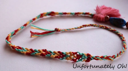 DIY pompom necklace tutorial
