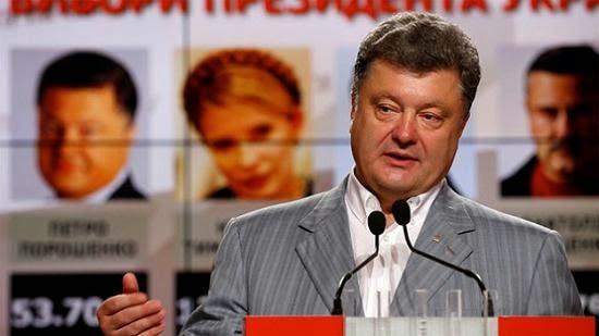 Piotr+Poroshenko-3-comemora+vit%C3%B3ria