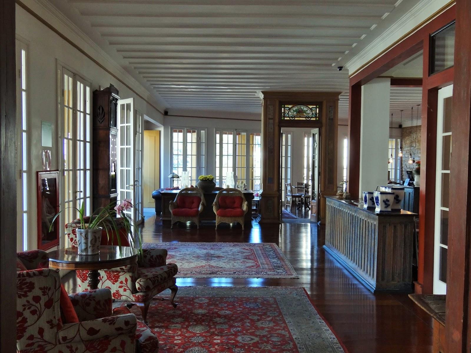 Hall de entrada: todo decorado no estilo colonial com tapetes e muita  #3D758E 1600x1200
