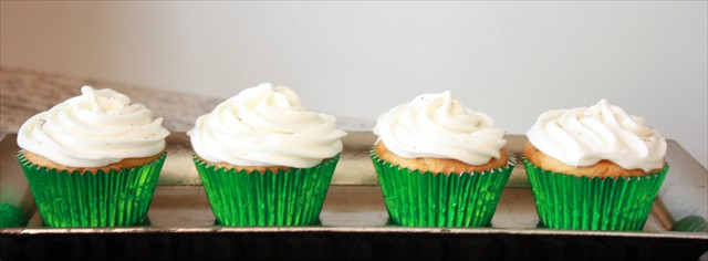 PUMPKIN SPICE CUPCAKES WITH CREAM CHEESE FROSTING: Butter With A Side of Bread