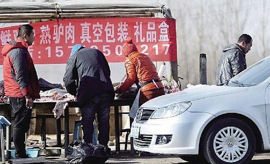 Beginilah Peniaga di China Memastikan Pelanggan Mereka Mendapat Daging Segar