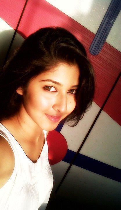 INDIAN GIRLS PHOTO: Sonarika Bhaduria_Cute indian actress_Devo Ka dev ...