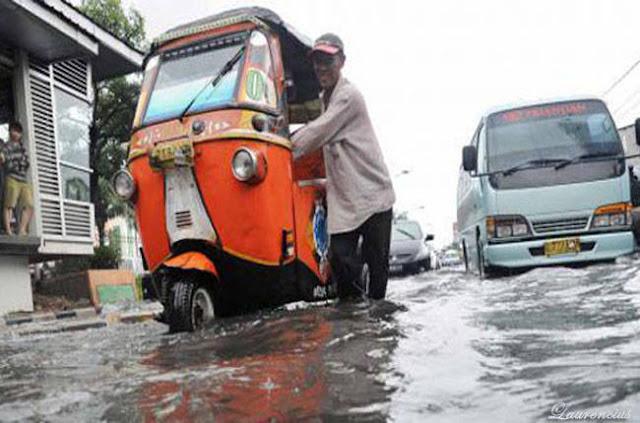 Gambar-Jakarta-Saat-Digenangi-Banjir-2013_3