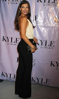 Ali Landry posing for cameras at Kyle By Alene Too Grand Opening Party