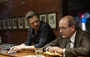 Brad Pitt y Richard Jenkins en Mátalos suavemente