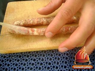 kiełbbasa grillowa surowa pażona biała bbq na grilla grillujemy