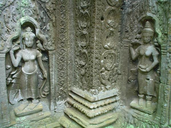 Tallas religiosas en Templos de Angkor - Camboya