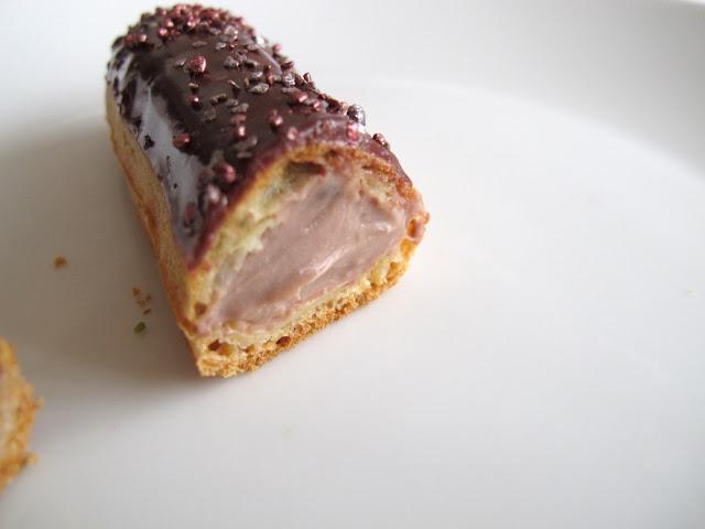 Eclair de Génie - Christophe Adam - Eclair cassis et chocolat au lait Jivara