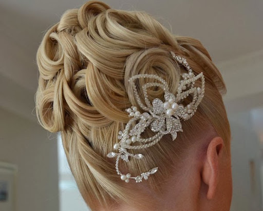 wedding hairstyle for medium hair, wedding hairstyle for short hair, wedding hairstyle ideas, wedding hair, wedding hair trend, wedding hair for bride, wedding hair styles, wedding hair style, wedding hair design pictures, wedding hair bun, wedding hair accessories