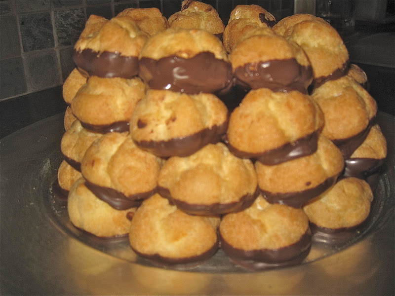 ... FOuR us: Recipe of the week: Holiday Crouquembouche (Cream puff tree