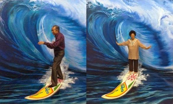 4 Foto Gambar Aksi Comel Bekas PM Malaysia Tun M Hasmah Di Muzium 3D Langkawi