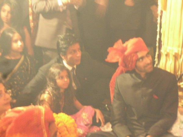 1 - Shahrukh & Daughter Suhana at a wedding
