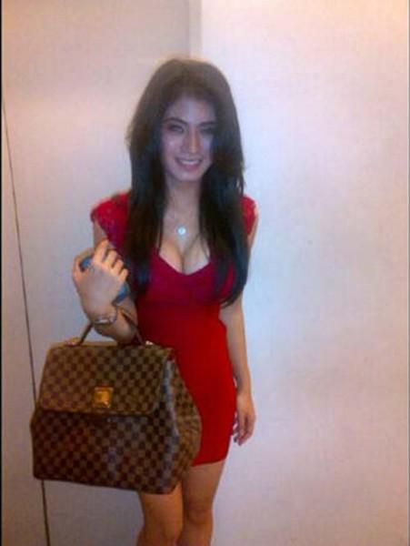 Foto Hot Lina Marlina Umbar Dada Montok