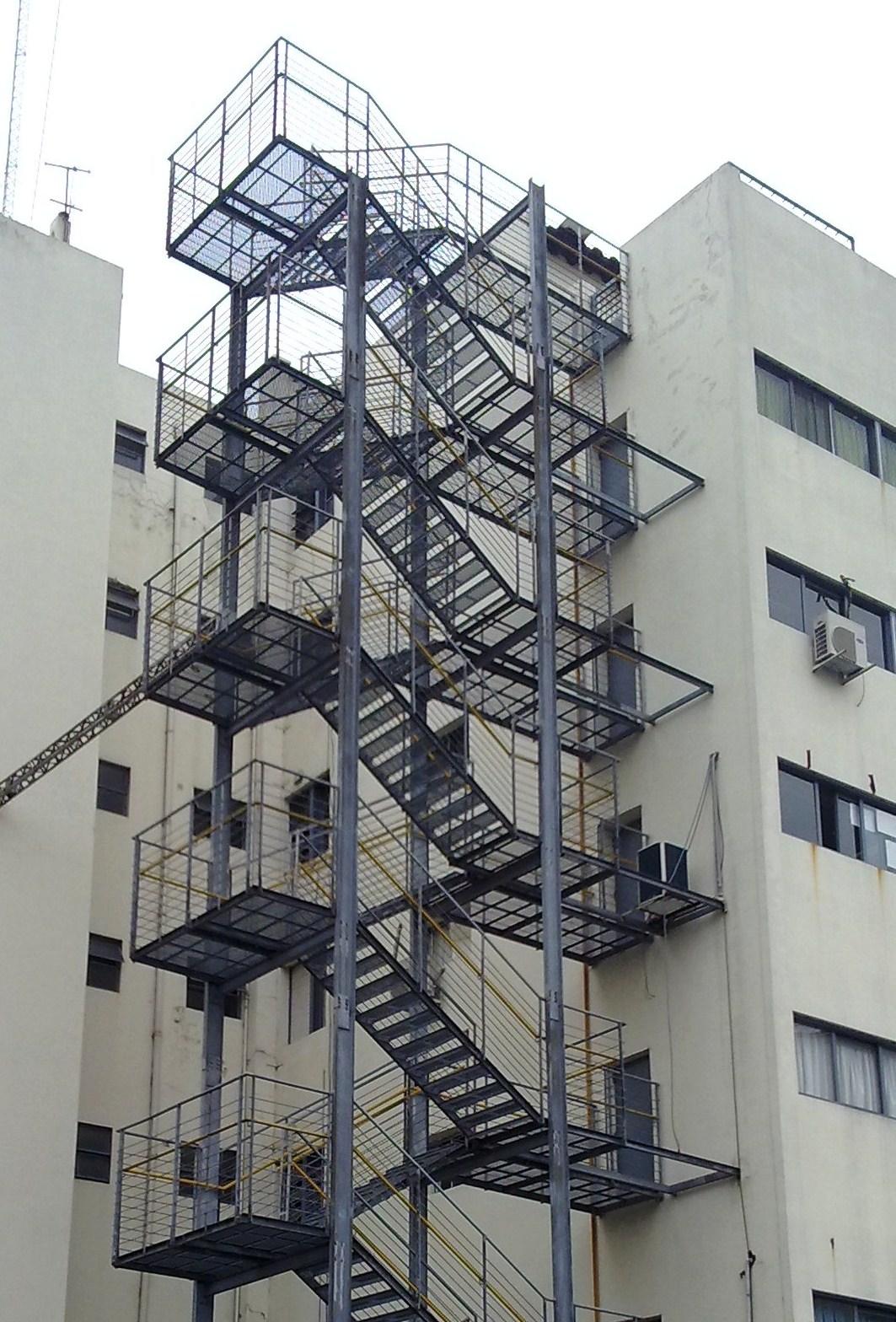 Herreria en general las 24 hs escalera metalica de escape - Escalera metalica prefabricada ...